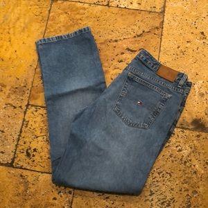 Tommy Hilfiger light blue wash straight leg jean